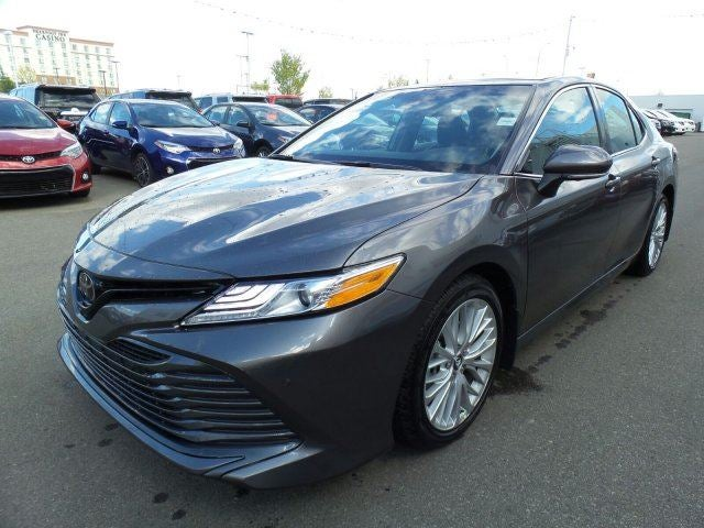 2018 toyota camry xle v6 toyota dealer serving calgary ab new and used toyota dealership. Black Bedroom Furniture Sets. Home Design Ideas